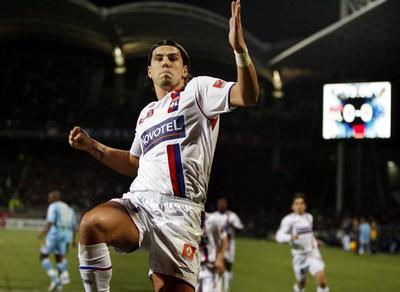 El jugador de fútbol Milan Baros del Lyon, pillado conduciendo a 271 km/h