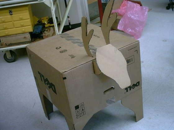 Cómo construir un reno para Navidad con una caja de ordenador