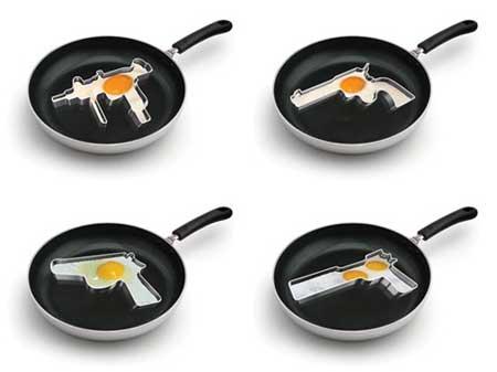 Huevos fritos con forma de arma