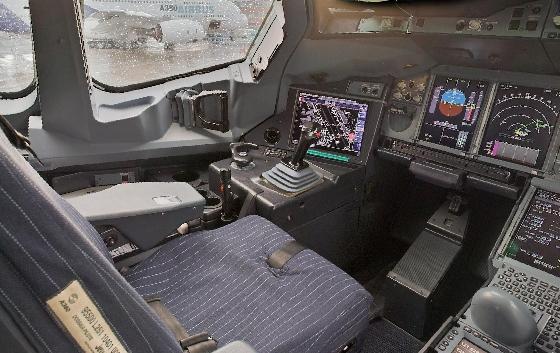 Vista panorámica del copiloto dentro de un Airbus A380