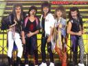 Los Bono Jovi y Los Peperos Escozidos.
