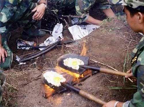 Cómo hacer huevos fritos de forma casera con una pala
