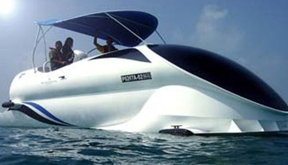 Barco turístico transparente