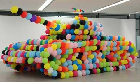 Tanque hecho con globos