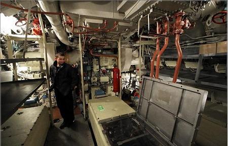 Fotograf as del interior de un submarino ruso for Interior submarino