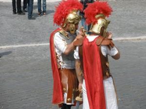 Romanos fumando un cigarro en Roma