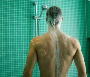El camino a la ducha de un hombre según la mujer