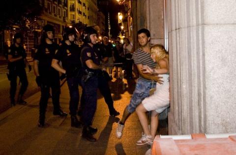 Agresión de un policia a Una chica y un periodista (Sólo por informar – Daniel Nuevo)