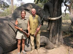 Fotos del rey de España cazando elefantes