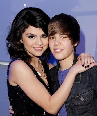 Justin Bieber a punto de perder a su novia Selena por culpa del vídeo Boyfriend