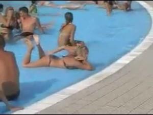 La loca de la piscina