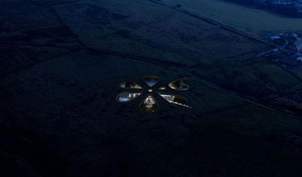 Eco Casa de última tecnología en la noche