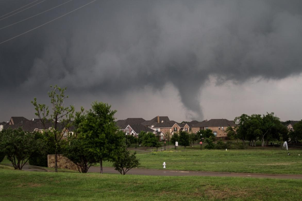 Jugándose la vida para capturar fotografías de tornados-13