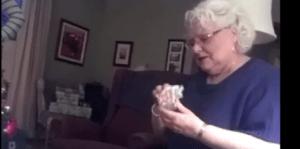 La reacción de una mujer al enterarse que va a ser abuela