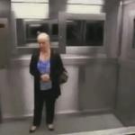 La niña en el ascensor