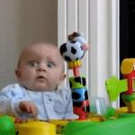 Bebés asustados por sus madres