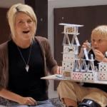 La broma del castillo de cartas