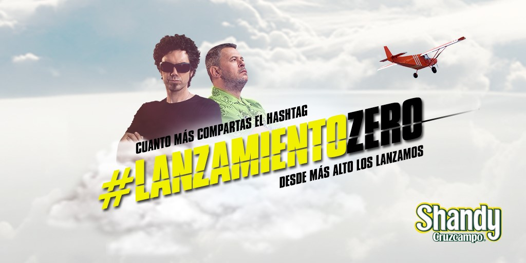 Shandy Cruzcampo Zero lanza a Hombre de Negro y Miki Nadal desde una avioneta
