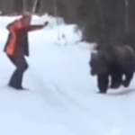 Rugiendo hombre se defiende de oso en Suecia