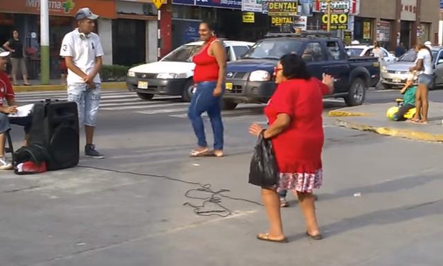Abuela bailando el Taxi