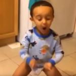 Bebé bailando suavemente