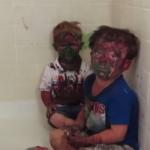Padre no puede contener la risa al ver a sus chicos pintados