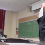 Reacción de un profesor ante la broma de sus estudiantes